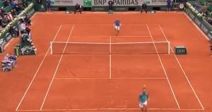 Guarda la versione ingrandita di Tennis. Nadal, passante capolavoro da sotto le gambe