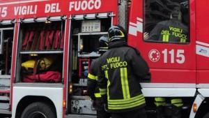 Napoli, esplosione in appartamento: morta una donna, feriti