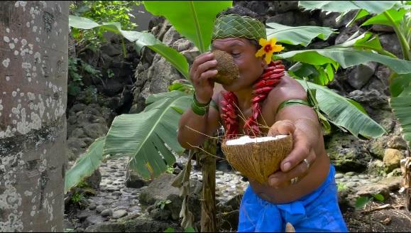 VIDEO Aprire una noce di cocco coi denti? Ecco il tutorial