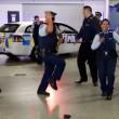 Nuova Zelanda, polizia cerca nuove reclute ballando6