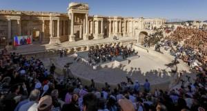 YOUTUBE Palmira liberata Isis, concerto amici Putin tra rovine