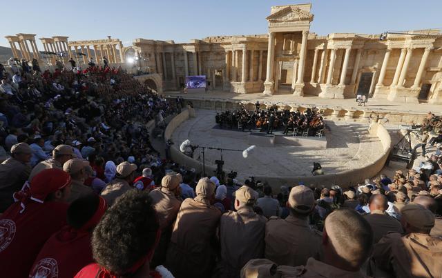 Palmira liberata Isis, concerto amici Putin tra rovine 2