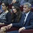 YOUTUBE George Clooney e Richard Gere premiati dal Papa 3