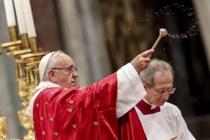 """Papa ai vescovi: """"Siate sobri, rinunciate alle proprietà"""""""