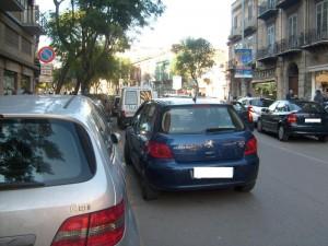 Parcheggi in doppia fila? Rischi molto più di una multa