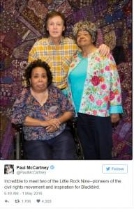 Paul McCartney con  Thelma Mothershed Wair  e Elizabeth Eckford