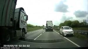 Guarda la versione ingrandita di YOUTUBE Pensionata contromano sull'autostrada britannica