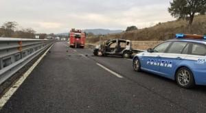Cesena, assalto a portavalori su A14. Auto in fiamme