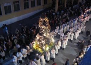 Guarda la versione ingrandita di Davide Pennisi viola sorveglianza per processione: arrestato