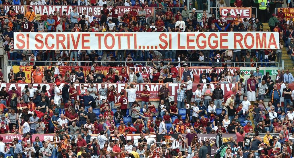 Roma-Chievo, Francesco Totti: striscioni per capitano FOTO_9
