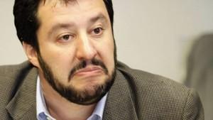 """Salvini: """"Dopo campi rom ruspa sui centri sociali"""""""