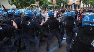 YOUTUBE Salvini a Bologna, polizia carica antagonisti