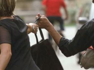 Ferrara, scippatore in nero: 12 colpi in tre settimane