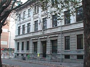 Milano, preside colpita con un pugno in faccia a scuola