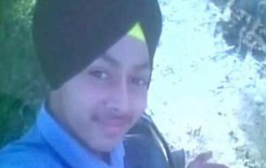 Selfie con pistola puntata: parte un colpo e muore a 15 anni
