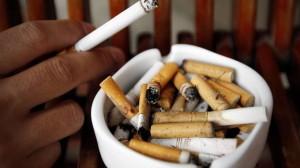 Guarda la versione ingrandita di Sigarette: addio pacchetti da 10, mentolo e altri additivi (foto d'archivio Ansa)