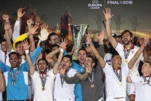 Siviglia nella storia, terza Europa League consecutiva