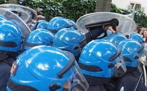 Bari, scontri polizia-abusivi a festa patrono: feriti