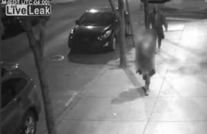 VIDEO La afferra per strada, prova a toglierle vestiti ma...