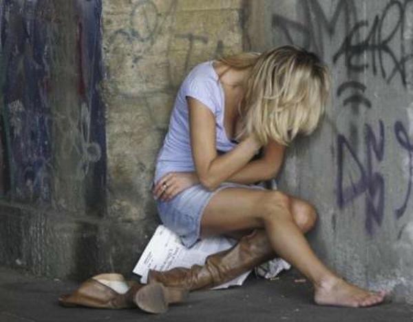 Roma, ragazza sequestrata e violentata in una baracca rom in zona Prenestina