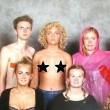 Ragazza in topless alla foto di classe: L'ho fatto per…