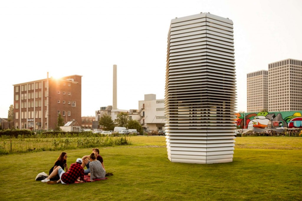 Rotterdam, torre aspira smog per ripulire la città FOTO