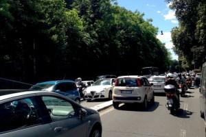 Roma, chiuso Muro Torto per lavori metro: traffico in tilt
