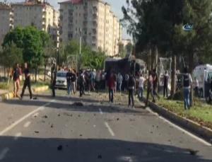 Turchia, autobomba contro la polizia a Diyarbakir FOTO