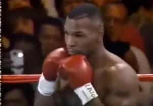 VIDEO YOUTUBE Tyson sul ring nel 1995, spunta smartphone