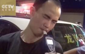 YOUTUBE Deve soffiare nel palloncino: ubriaco ci prova ma…