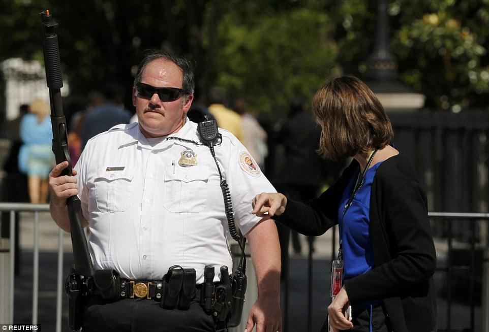 Spari a Washington vicino Casa Bianca: preso uomo armato15