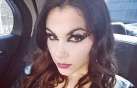 Valentina Nappi in auto: si trucca e… La FOTO su Instagram