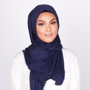 """Islam, ragazza non fa hostess per il velo: """"Discriminatorio"""""""
