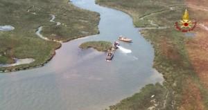 YOUTUBE Venezia, barca si rovescia in laguna: un morto