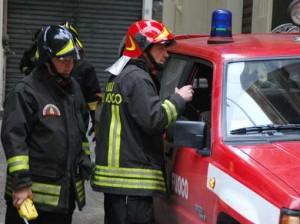 Guarda la versione ingrandita di Padova, albero cade su bancarella: tre feriti, uno grave