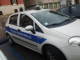 Vigili comprano supercar da 50mila € e resta in garage...