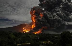 YOUTUBE Eruzione vulcano Sinabung: 6 morti a Sumatra