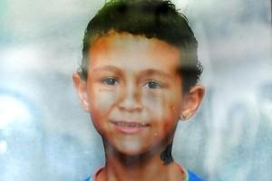 Gioco social, muore soffocato a 12 anni: mani al collo..