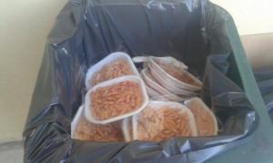 Reggio Emilia, profughi buttano cibo della mensa dei poveri