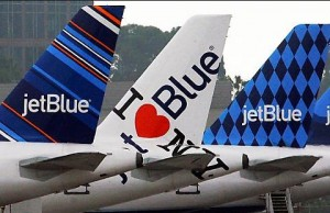 Guarda la versione ingrandita di JetBlue nega imbarco a ragazza perché aveva shorts. Lei...