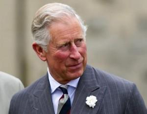 """Globe: """"Principe Carlo è gay"""". Le foto del bacio al toy boy 01"""