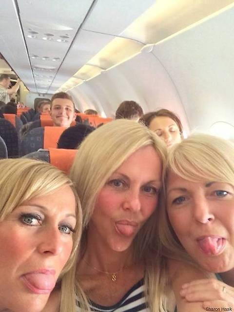 Selfie in aereo con intruso, anche due anni prima era lui FOTO 02