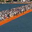 Passerella Christo Lago d'Iseo, primi incidenti per turisti arrivati in massa