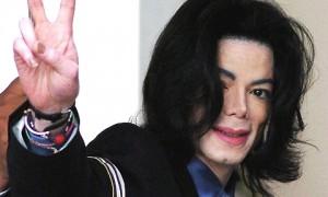 VIDEO YOUTUBE Michael Jackson, bambolotti di bambini e...