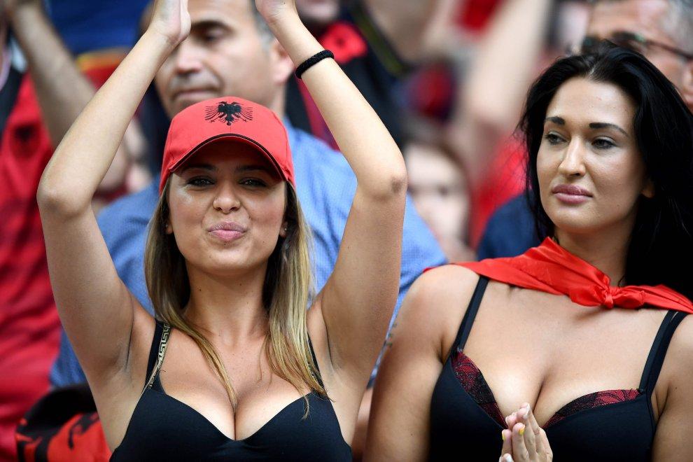Euro 2016, tutti pazzi per l'albanese Rike Roci 07