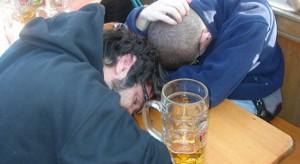 Tifoso Irlanda del Nord ubriaco cade da parapetto e muore