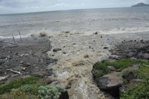 Pozzuoli, scoppiano fogne: liquame in mare