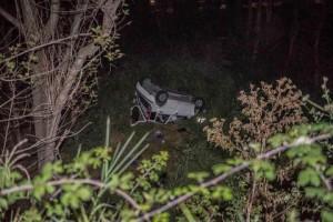 Roma, incidente su via del Mare: auto sbanda su cavalcavia