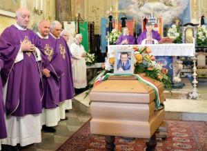 Gianluca Buonanno funerali, Matteo Salvini piange FOTO