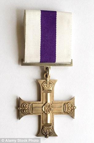 Salvò commilitone sotto fuoco talebano. Gli tolgono medaglia perché...